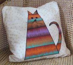 Make a super quick purr-fect cushion using Simplicity's Fat Cat template. Jennie Rayment makes it Easy-peasy lemon-squeezy!