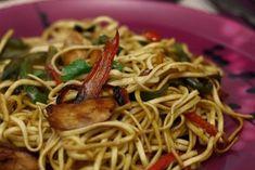 Nouilles sautées poulet-poivrons à l'asiatique Asian Recipes, Sweet Recipes, Ethnic Recipes, Pasta Noodles, Japanese Food, Stir Fry, Street Food, Spaghetti, Food And Drink