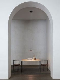 A Super Thin Concrete Lamp From Studio Lucidi & Pevere for Foscarini - Aplomb Large. outfitted with an LED light source that produces a wide beam of illumination onto the surface below. Arch Interior, Interior Architecture, Interior And Exterior, Interior Lighting Design, Minimal Architecture, Interior Design Minimalist, Interior Modern, Minimal Home Design, Minimal Decor