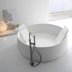 Stunning High End Modern Luxurious Circular White Free Standing Bathtub.