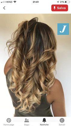 Look to love _ Degradé Joelle … – Hair Ideas Curled Hairstyles, Cool Hairstyles, Brown Hair Shades, Joelle, Hair Color And Cut, Super Hair, Hair Highlights, Balayage Hair, Hair Looks