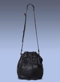 He encontrado este interesante anuncio de Etsy en https://www.etsy.com/es/listing/209537948/30-off-spring-sale-black-crossbody-bag