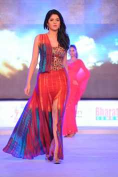 tamil-actress-Deeksha-Seth-rampwalk-hot-and-sexy.jpg (1200×1804)