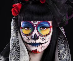 Want to pull off the perfect Halloween look? Take inspiration from our Mexican sugar skull makeup ideas and rock a truly original Halloween makeup look.
