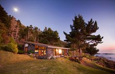 This beachside property is humbly appointed with a classic old school beach cottage oozing with Big Sur character. From here you can launch your kayak or hike down to Esalen for a morning soak.