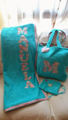 CONJUNTO DE TOALLA, BOLSA Y NECESER Towel Wrap, Towel Set, Sewing Hacks, Sewing Projects, Beach Towel Bag, Pillowcase Dress Pattern, Crafts To Make And Sell, Spa Party, Louis Vuitton Monogram