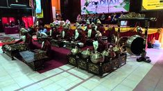 "Kampus Wetan (Kampong Seni Kuwung Wetan) adalah penyebutan untuk 3 desa, yaitu Desa Rejoagung dan Desa Wonosobo di Kecamatan Srono dan Desa Aliyan di kecamatan Rogojampi. Kuwung Wetan artinya ""pelangi dari timur"", artinya desa-desa ini adalah potensi seni budaya yang indah dan beraneka warna, yang berasal dari ujung paling timur Pulau Jawa. Ketiga desa ini bersebelahan dan saling berhubungan erat dalam sebuah rangkaian ""ekosistem"" kesenian tradisional Banyuwangi. Tours"
