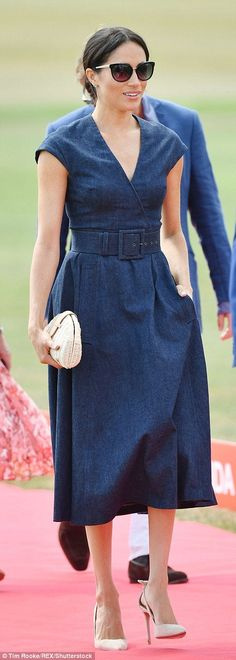 Meghan Markle cheers on Prince Harry in the Sentebale Polo Cup Estilo Meghan Markle, Meghan Markle Style, Princess Meghan, Princess Diana, Kate And Meghan, Casual Outfits, Cute Outfits, Royal Clothing, Royal Fashion