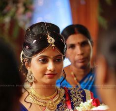 traditional Indian bun wedding hairstyle with maang teeka
