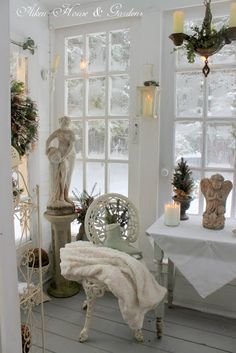 ❥ Aiken House & Gardens: Warm White