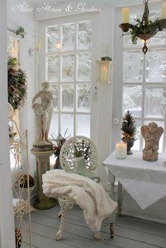 ❥ Aiken House & Gardens: Warm White