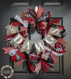 How To Make Bows, How To Make Wreaths, Georgia Bulldog Wreath, Georgia Bulldogs, Christmas Wreaths, Christmas Decorations, Holiday Decor, Sports Wreaths, White Acrylic Paint