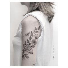 Find the tattoo artist and the perfect inspiration to get your tattoo. - Tattoo created by artist Criz Suconic from Jaú, SP. Back Tattoos Spine, Girl Back Tattoos, Upper Arm Tattoos, Up Tattoos, Lower Back Tattoos, Flower Tattoos, Black Tattoos, Body Art Tattoos, Small Tattoos
