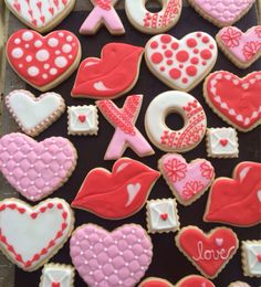 Can there be anything more special for Valentine's Day than some adorable Valentines Day cookies? From heart shaped cookies to XOXO Cookies & Valentines Day Cookies, Valentines Baking, Kinder Valentines, Valentines Day Treats, Valentine Cookies, Valentine's Day Sugar Cookies, Fancy Cookies, Flower Cookies, Cookie Designs