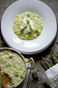 risotto agrumato con asparagi, pisellini e burrata