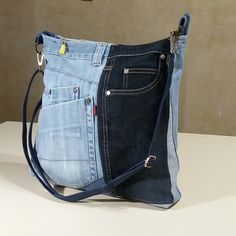 I like the contrast of different colours of denim. Denim Tote Bags, Denim Purse, Jean Purses, Purses And Bags, Mochila Jeans, Denim Bag Patterns, Old Jeans, Denim Bags From Jeans, Fabric Bags