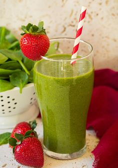 The easiest strawberry spinach green smoothie! Made with flavorful strawberries, bright mandarin oranges, nutritious baby spinach and sweet bananas. It's a smoothie recipe you'll have on repeat! Best Spinach Smoothie Recipe, Strawberry Spinach Smoothie, Easy Healthy Smoothie Recipes, Breakfast Smoothie Recipes, Healthy Green Smoothies, Good Smoothies, Fruit Smoothies, Healthy Snacks, Protein Recipes