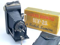 Kodak Six-20 Folding Brownie 620 Roll Film Camera - c1937-40 With Original Box