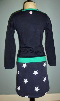 En weer 2 jurkjes af! ik zit voor Fenne wel in een donker blauwe fase. En ik heb na deze nog 2 blauwe jurkjes klaarliggen.... Nou ja het sta...