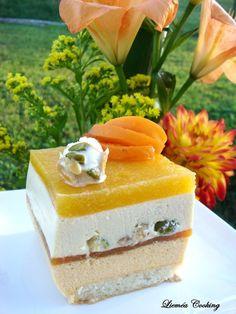Entremet abricot nougat sur dacquoise aux amandes Dacquoise, Dessert Aux Fruits, Desserts Fruits, French Patisserie, French Food, Mousse, Custard, Biscuits, Vanilla Cake