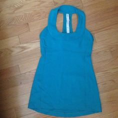 "Lululemon Scoop Neck Tank Top This is an accidental purchase I made- size is too small for me! Purchased as ""almost new"" condition, I do not see any piling/tears/stains. The color is amazing, so sad it was a 4 instead of an 8! Would like to get what I paid back for it, or trade for a size 8! Has a built in bra, pads not included. lululemon athletica Tops Tank Tops"