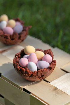 corn flakes ,facile , oeufs de Paques, chocolat pour 4 petits nids : 150 gr de chocolat (un mélange d chocolat noir et lait selon vos gouts) 70 gr de pétales de blé soufflé