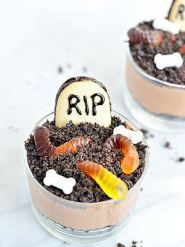 Halloween food - graveyard mousse!
