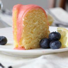 Lemon Pound Cake with Fresh Strawberry Icing. The perfect summer dessert! Lemon Pound Cake with Fresh Strawberry Icing. The perfect summer dessert! Healthy Cake Recipes, Pound Cake Recipes, Sweet Recipes, Dessert Recipes, Pound Cakes, Easy Recipes, Lemon Desserts, Summer Desserts, Just Desserts