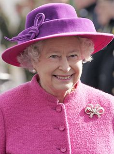 Queen Elizabeth, 2007  britain tiara lovers knot  brooch   pink hat