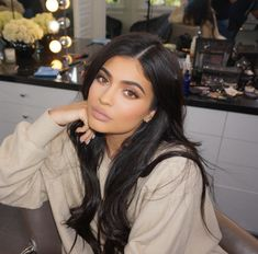 kylie jenner outfits with sneakers Mode Kylie Jenner, Looks Kylie Jenner, Kylie Jenner Black Hair, Kylie Jenner Beauty Tips, Khloe Kardashian, Estilo Kylie Jenner, Kylie Lip Kit, Luscious Hair, Looks Style