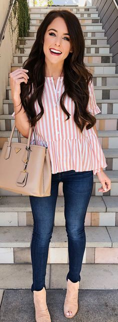 woman in white and pink striped long-sleeved blouse holding brown leather shoulder bag stands in front of stairway. 80 Work Outfitsfor Summer That Always Look Fantastic Casual Outfits to Copy Asap Spring Outfits, Trendy Outfits, Cute Outfits, Fashion Outfits, Womens Fashion, Fashion Trends, Beautiful Outfits, Mode Style, Boutiques