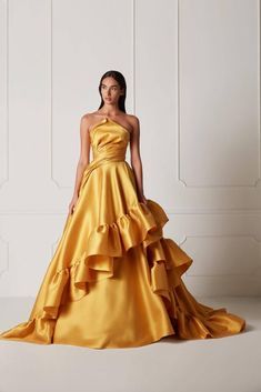 The Hamda Al Fahim Spring/Summer 2019 Collection features vibrant colorful evening gowns and swoon-worthy feminine silhouettes bound to make even Disney princesses super jealous. Ball Dresses, Ball Gowns, Prom Dresses, Formal Dresses, Casual Dresses, Graduation Dresses, Mode Chic, Mode Style, Gold Dress