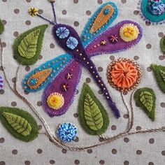 Felt and embroidery floss /crewel wool applique idea ~ pic share Wool Applique Quilts, Wool Applique Patterns, Wool Quilts, Wool Embroidery, Felt Patterns, Felt Applique, Embroidery Stitches, Embroidery Patterns, Applique Ideas