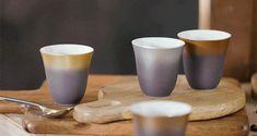 Réveillez-vous en douceur... Pour une rentrée placée sous le signe de l'élégance, optez pour la collection ILLUSIONS qui enchantera vos réveils et vos moments de détente. Thermosensibles, les tasses à café en porcelaine fine changent de couleur comme par magie au contact de la chaleur : Dulce, Latte, Moka, Viennois... Découvrez nos 4 nouvelles nuances inspirées de l'esprit artisanal des brûleries. Illusions, Clem, Moka, Artisanal, A Table, Tableware, Collection, Style, The Heat