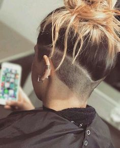 64 Undercut Hairstyles For Women That Really Stand Out Shaved Undercut, Undercut Long Hair, Shaved Nape, Shaved Sides, Girl Undercut, Undercut Pixie, Dreadlocks Undercut, Half Shaved Hair, Undercut Hair Designs