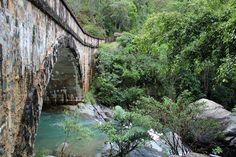Antiga ponte sobre o riacho Cristal no Parque Nacional Paluma Range, que fica aproximadamente 70 km ao norte de Townsville, estado de Queensland, Austrália. Fotografia: Phil Copp no Flickr.