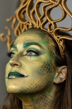 Medusa make-up tutorial Medusa Halloween Costume, Scary Couples Halloween Costumes, Halloween Eye Makeup, Halloween Make Up, Medusa Costume Makeup, Medusa Make-up, Medusa Hair, Alaaf You, Night Makeup