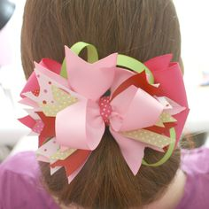 Learn how to make hair bows. Hair bows, clips and barrettes are inexpensive and fun accessories that are quick and easy to make. Choose from 100 hair bows. Making Hair Bows, Diy Hair Bows, Diy Bow, Bow Making, Ribbon Hair, Hair Bow Tutorial, Headband Tutorial, Flower Tutorial, Diy Tutorial