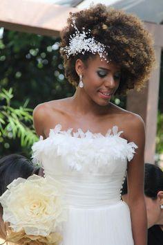 Natural Hair Wedding, Bohemian Wedding Hair, Vintage Wedding Hair, Short Wedding Hair, Wedding Hair Down, Wedding Hair Flowers, Afro Wedding Hairstyles, Bohemian Hairstyles, Backyard Wedding Dresses