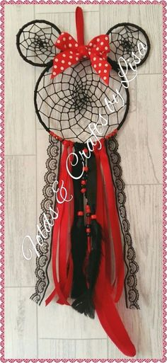 Cute Crafts, Crafts To Sell, Diy And Crafts, Arts And Crafts, Dreamcatcher Design, Crochet Dreamcatcher, Easy Gifts, Homemade Gifts, Dream Catcher Mobile