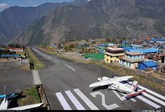 Lukla Nepal The World's most dangerous airport. Lukla Aviation Photography by Sam Chui. Climbing Everest, Dangerous Roads, Mountainous Terrain, Air Space, Airline Flights, World Cities, Aircraft Pictures, Montana, Mount Everest