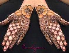 This dual twist to arabic mehndi designs here is so delicate and pretty. If you want a fairly simple pattern yet som.