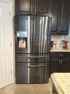 Love our new Samsung Showcase refrigerator :) Black Stainless Steel :) Condo Kitchen, Kitchen Redo, Kitchen Pantry, Kitchen Backsplash, New Kitchen, Kitchen Remodel, Kitchen Design, Kitchen Ideas, Two Tone Kitchen