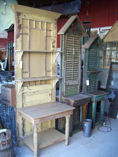 Salvaged Wood & Pallet Potting Benches DIY garden potting tables from old doors and shutters Pallet Potting Bench, Potting Tables, Repurposed Furniture, Diy Furniture, Repurposed Shutters, Furniture Plans, Garden Furniture, Rustic Furniture, Old Window Shutters
