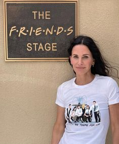 The Cast Of Friends, Friends Tv Show, Courteney Cox Friends, Friends Poster, David Schwimmer, Tv Shows Funny, Friend Outfits, Jennifer Aniston, Best Shows Ever