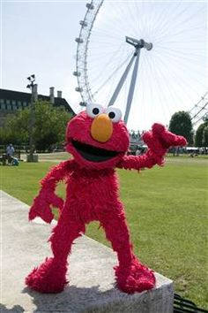 Elmo at Olympics London 2012 thanks his fans !