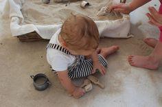 Sabato riprendono gli appuntamenti Family CARE con lo spazio sabbia da AmbienteParco   La mattina intervento per genitori  Nel pomeriggio gioco libero per piccoli e piccolissimi dai 12 mesi per scoprire la magia del gioco con la sabbia   Da provare!