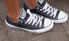 Leather Converse I might be fine, but i'm not OKAY. Melanie, I know I already have a ridiculous amount of converse, but may I please have these? How To Wear White Converse, White Converse Outfits, Navy Converse, Black And White Converse, Leather Converse, Converse Style, Converse Shoes, Shoes Sneakers, Black White
