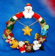 Tudo em Feltro: (F0101) Decoração Natal Felt Stocking, Disney, Christmas Ornaments, Christmas Ideas, Holiday Decor, Felt Garland, Felt Wreath, Scrappy Quilts, Holiday Decorating