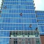 Have you ever given a thought on how the windows of high rise buildings are cleaned? It's a simple question as it is seriously not possible for a common man to clean the windows so high. Diy Home Cleaning, Cleaning Hacks, Window Cleaning Services, Abseiling, Gumtree South Africa, Buy And Sell Cars, High Rise Building, Professional Cleaning